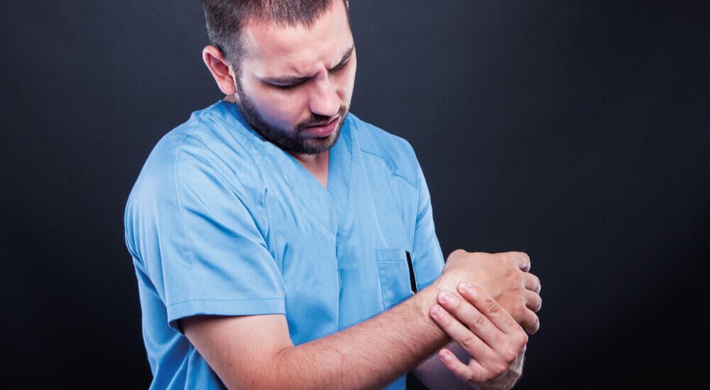 seneskedehindebetændelse arm